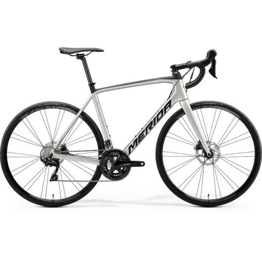"""18424-20 Merida SCULTURA DISC 4000 28"""" férfi országúti kerékpár 2020  selyem titán/fekete"""
